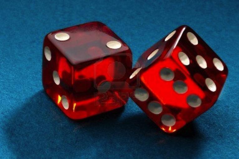 1 DÉ ayant 1 face de plus qu'une main a de doigts, en utiliser 2 double les chances de se tromper.